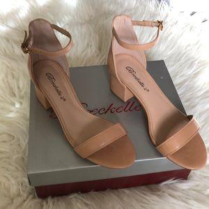 Breckelle's Aileen Tan/Natural Heels. Sz 5.5